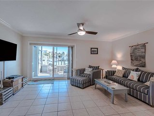 Madeira Beach Yacht Club 275A, 2 Bedrooms, Pool Access, WiFi, Sleeps 4