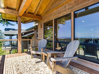 Beautiful home w/ private deck and stunning coastal views, one mile to the beach
