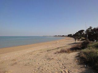 Lumineuse et calme, vue mer, 5 mn à pieds de la plage, terrain clos