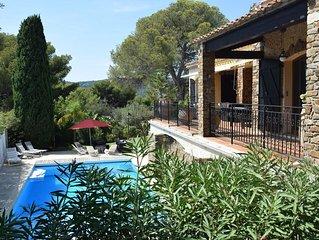 A 300 m des plages et du centre, Villa avec vue mer et piscine au calme