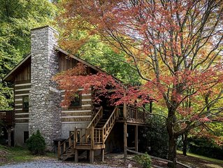 Mountainside - a Rustic Cabin with all the Amenities! Sleeps 10 with a Hot Tub