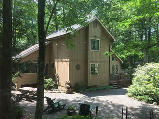 Lovely Country Home w/ Hot Tub in the Beautiful Lake Naomi Community