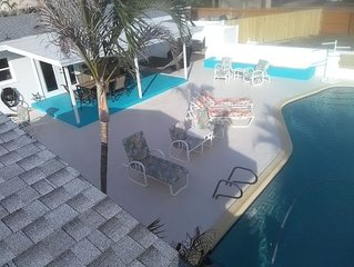 Sweet!! *Heated Pool!!* Minutes from Beach & Oars and Paddles Park 3 Bed/2 Bath