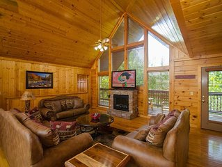 4BR-12 people, Upgraded Luxury Cabin w/Heated Pool, 1 Mile DOLLYWOOD,
