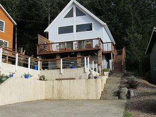 2 bedroom, BBQ, Ocean View,  Deck, Jetted Tub!