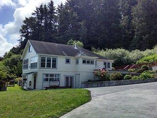 Ferndale BluffHouse --  Farm House sleeps 9; 10 acre former dairy