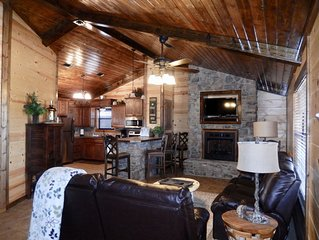 Hilltop Getaway: Luxury Cabin on 3 acres near Broken Bow - 10 Kayaks included!