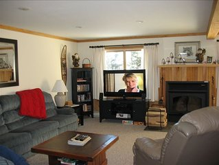 4 BR + Sleeping Loft Condo on the Top of Snowshoe