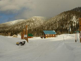 Bean's Lodge, sleep 9, fully equip near WYellowstone, easy access to all spots