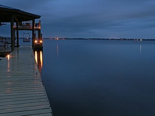 Luxurious Oasis on Kingsley Lake w/Private Dock. Panoramic Views. Free Cable/WiF