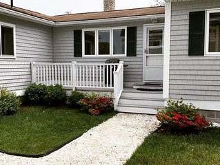 Seabreeze Cottage, steps to Kennebunk beach's or golf course.