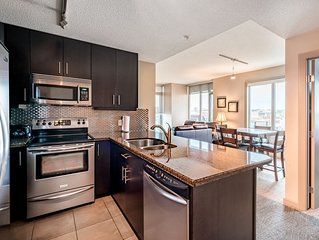 DOWNTOWN LUXURY SUITE- Perfect Central Location