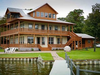 Huge Lakefront Home with Tons of Space for Social Distancing!
