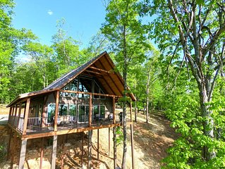 Red Rock Vista- Luxurious Treetop Cabin with Stunning Views!