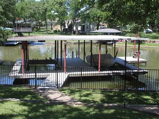 Beautiful Lakefront Home - Amazing Dock w/swing into the water
