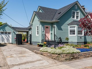 1939 Vintage House, Outdoor Fireplace, BBQ, Walk Linfield & Downtown (Sanitized)