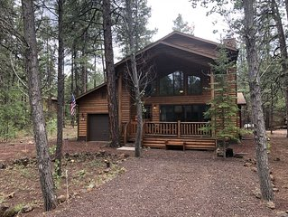 Beautiful 3 BR 3 Bath Pinetop Mountain Cabin Retreat