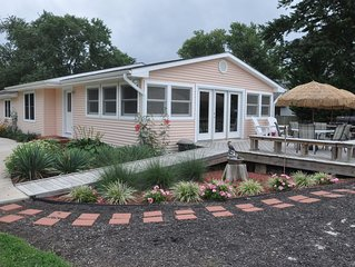 Kent Island Beach House - Chesapeake Bay Beach Volleyball & Walk to Tiki Bar!