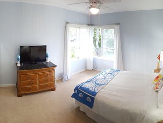 Great Family House, Sleeps 6.  Comes w/ Beach Bikes, boogie boards, & much more