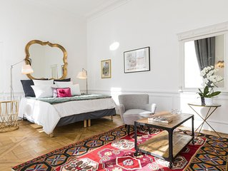 Luxury Large Duplex:  3  BR ( 1 XXL BR)  on the edge of  Seine across Louvre