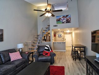 Premier Downtown location! 1 Bd Loft overlooking N. Campus