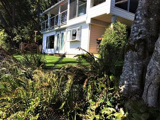 Beach front studio on Maple Bay, steps away to your own private beach patio