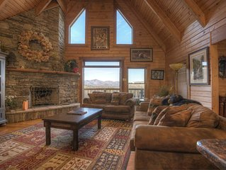Spacious Log Home -4 Miles to Downtown Boone, Hot Tub, Amazing Mountain Views!