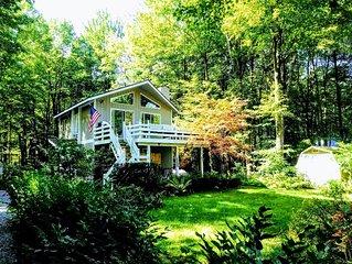 Beautiful 4 season cottage in wooded setting near Lake Michigan and Saugatuck