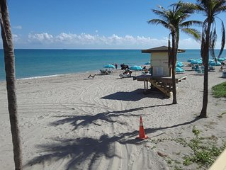 Great location on Hollywood Beach and beautifull renovated apartment.