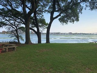 Waterway Intracoastal Apt 2 BR/1 BA Sleeps 6 WiFi Linens Full Kitchen Cable TV