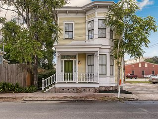 ⭐Remodeled Sunny Victorian next to Forsyth Park⭐
