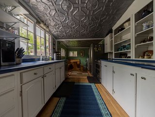 Victorian Charmer—Close to Downtown & Hot Springs