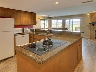 Bernard's Landing Getaway With Beautiful Lake Views And Many GreatAmenities!