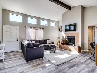 NEW Cozy, Unique, Clean  condo walking distance from Sabino Canyon tours!