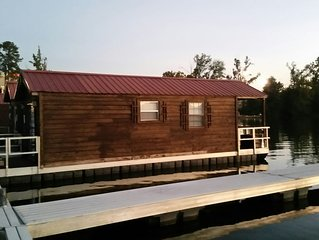 Floating Cabin Lake Guntersville