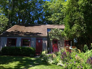 Historic  2 bedroom cottage in the heart of old town Nantucket