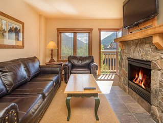 Spacious 1 bedroom in Redhawk Lodge right next to the slopes!