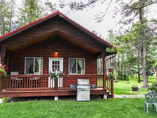 WOLF CABIN – BEAUTIFUL PRIVATE SETTING, 6 MILES TO GLACIER PARK