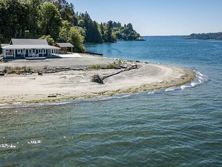 'Driftwood Island Retreat' Spectacular View, Private Waterfront on James Point.