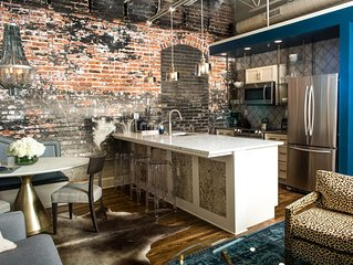 80 LEX : APARTMENT 203 : HIGH DESIGN DOWNTOWN HOT SPOT