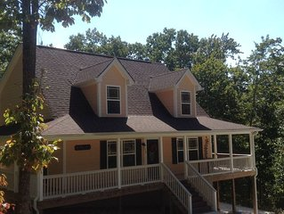 Center Hill Lake, family/pet friendly custom home on 2 acre lot, 6-8 pers.