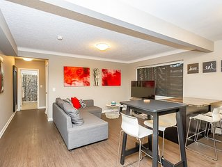 Stylish Condo 1 In Canada. Walk To Many Attractions.