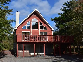 Pet friendly , sleeps 22, with steam shower,Hot Tub,Pool table and,air hockey,