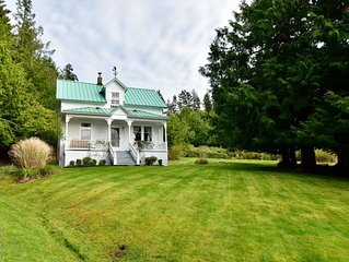 Fisherman's Bay view 1910 Lopez Island farmhouse with beautiful views