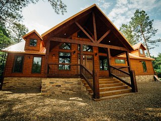 Luxurious Cabin W/large Game Room,playground,jacuzzi! On 1 acre!