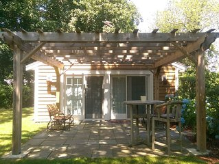 Cozy Guesthouse on Siders Pond! 5 Min Walk From Downtown Falmouth!