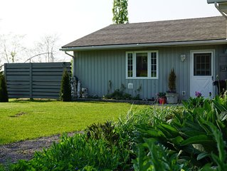 Private 2 Bedroom Guest House with Sunset Patio in the Heart Of PEC
