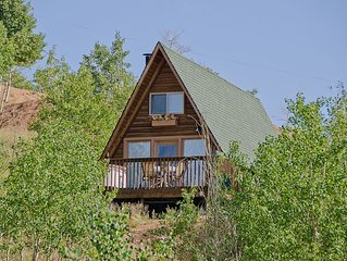 Cripple Creek Cozy Cottage for 2 with Hot Tub