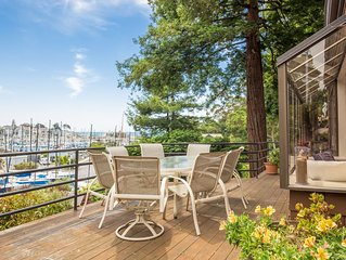Harborview deck, 3 bed, 4 bath,  Hot tub, steps to Seabright Beach in Santa Cruz
