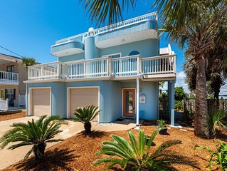 Private homeJust steps from the Beach! With 360 Degree Rooftop deck!Pet Friendly
